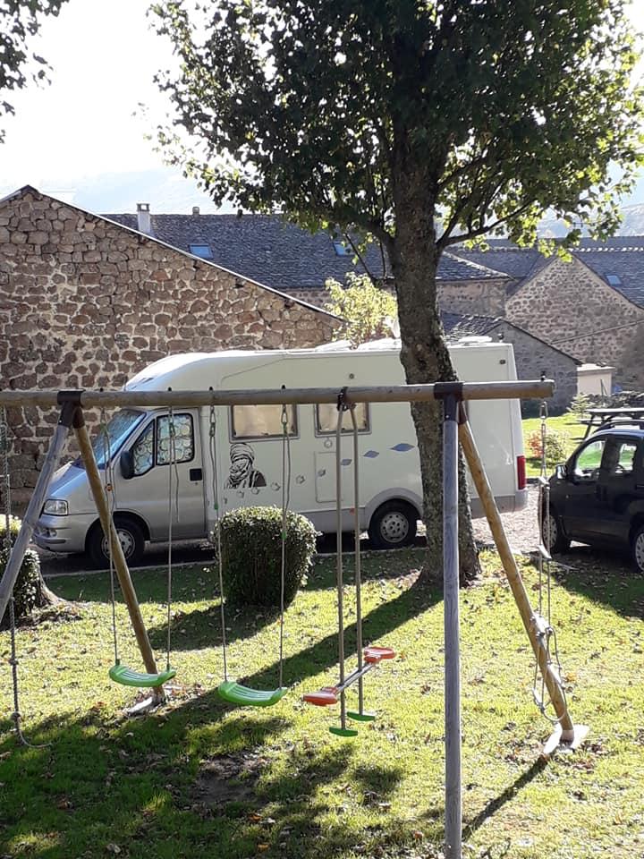 Aire camping-car à Châteauneuf-de-Randon (48170) - Photo 3